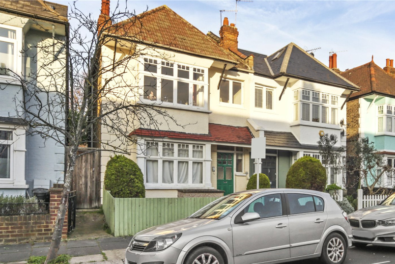 Flat/apartment for sale in Shepherds Bush & Acton - Aldbourne Road, London, W12