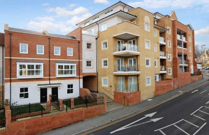 Godalming Town Centre - Stunning Apartment With Balcony.