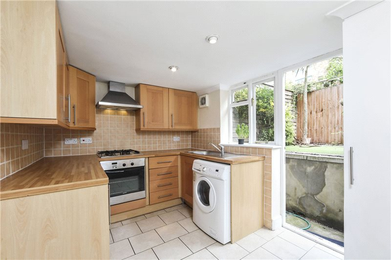 Flat/apartment to rent in Shepherds Bush & Acton - Curwen Road, London, W12