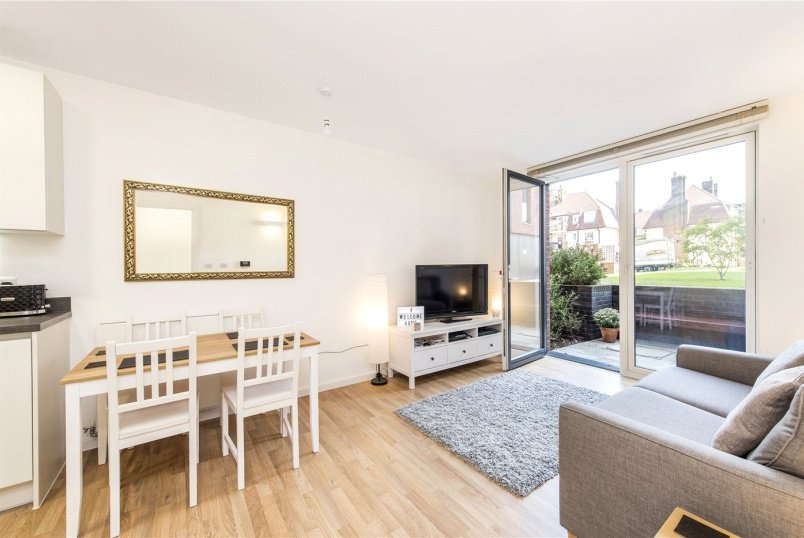 Flat/apartment for sale in Streatham - Mountearl Gardens, London, SW16