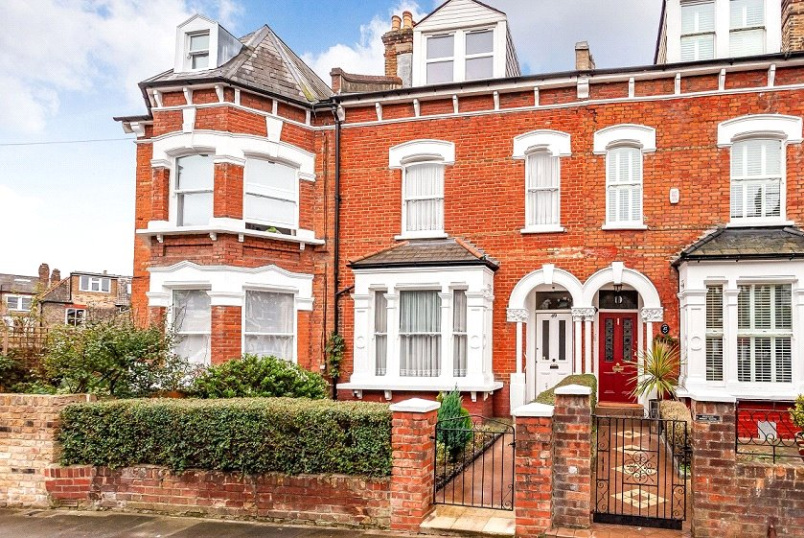 House for sale in Kentish Town - Beversbrook Road, London, N19