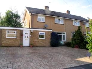 House to rent in Guildford - Applegarth Avenue, Guildford, Surrey, GU2