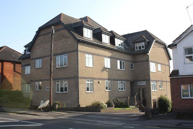 Flat/apartment to rent in Westbourne - Parkstone Lodge, 242 Bournemouth Road, Lower Parkstone, BH14