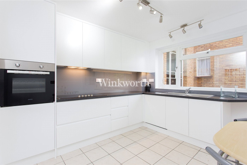 Flat/apartment to rent in Hendon - Timberdene, Holders Hill Road, London, NW4