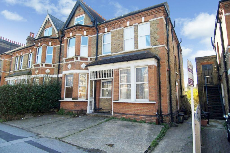 Flat/apartment for sale in  - Manor Road, Beckenham, BR3