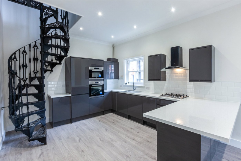 Maisonette to rent in Highgate - Milton Avenue, Highgate, N6