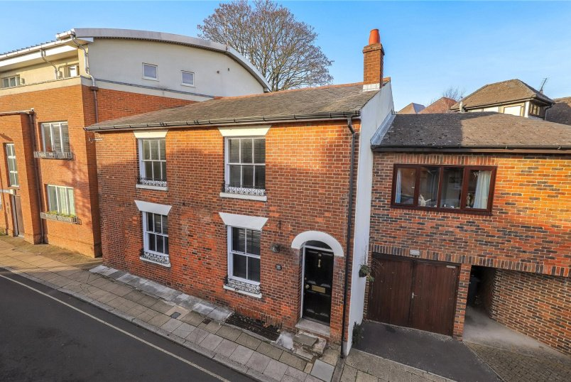 House for sale in Winchester - Cross Street, Winchester, Hampshire, SO23