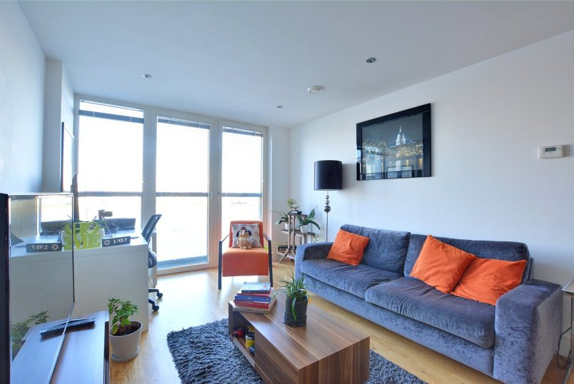 Flat/apartment to rent in Greenwich - Beacon Point, New Capital Quay, Greenwich, SE10