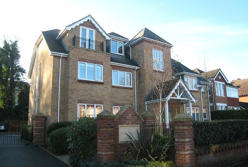 Flat/apartment to rent in Westbourne - Woodland Court, 14 Penn Hill Avenue, Poole, BH14