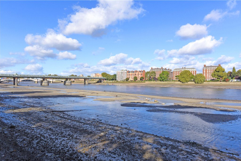 Flat/apartment to rent in Southfields - Putney Bridge Road, Putney, London, SW15