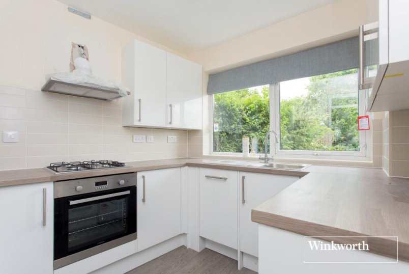 Flat/apartment to rent in Golders Green - Charlton Lodge, Temple Fortune Lane, London, NW11