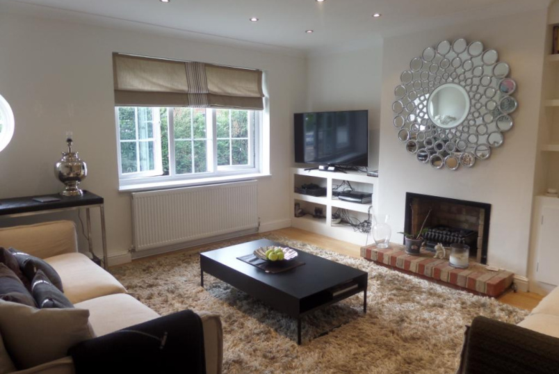 Maisonette to rent in Palmers Green - Bramley Road, Enfield, N14