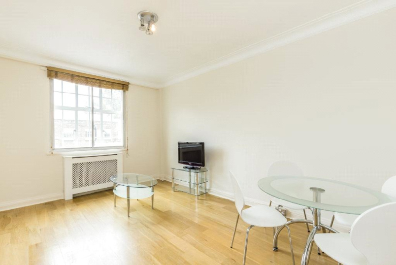 Flat/apartment to rent in West End - Wigmore Court, Wigmore Street, London, W1U