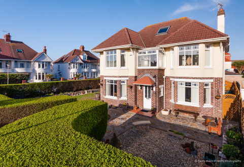 LOUGHER GARDENS, PORTHCAWL, CF36 3BJ
