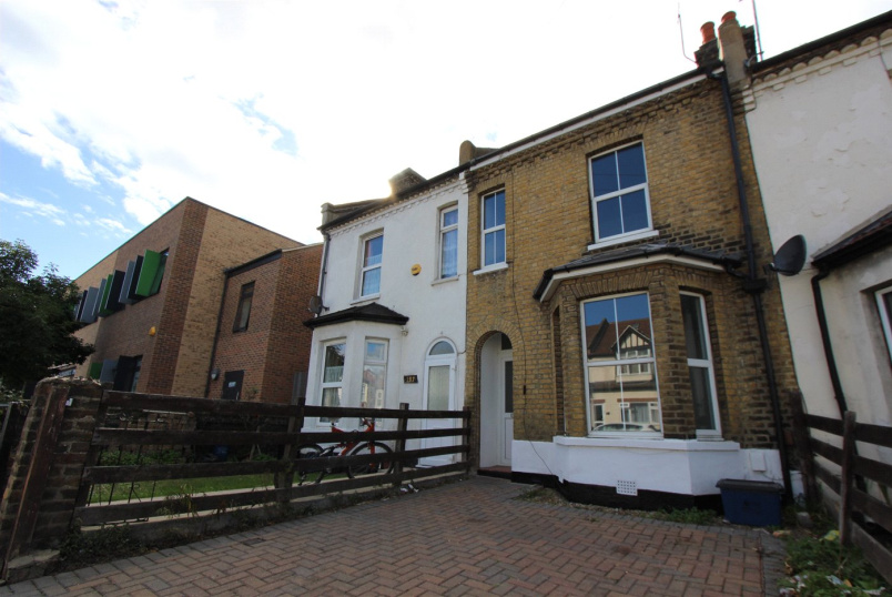 House to rent in Leigh-on-Sea - North Road, Westcliff-on-Sea, Essex, SS0