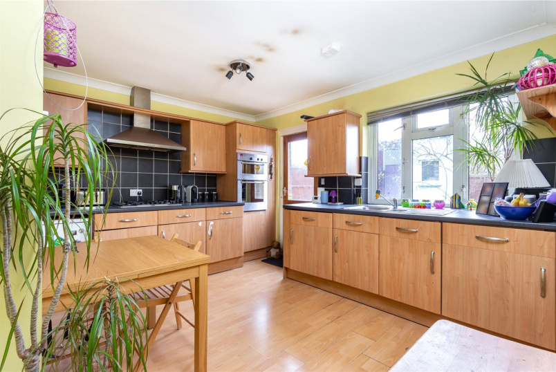 Maisonette to rent in Crystal Palace - Trenholme Road, London, SE20
