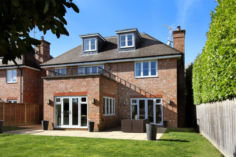 House for sale in Beaconsfield - Lord Reith Place, Beaconsfield, HP9