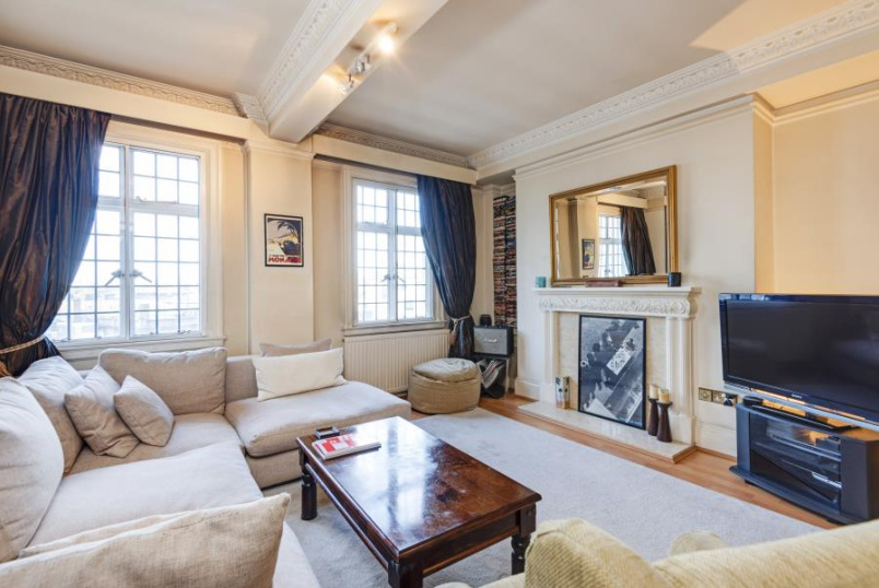 Apartment for sale in St Johns Wood - CHILTERN COURT, BAKER STREET, LONDON, NW1 5SR