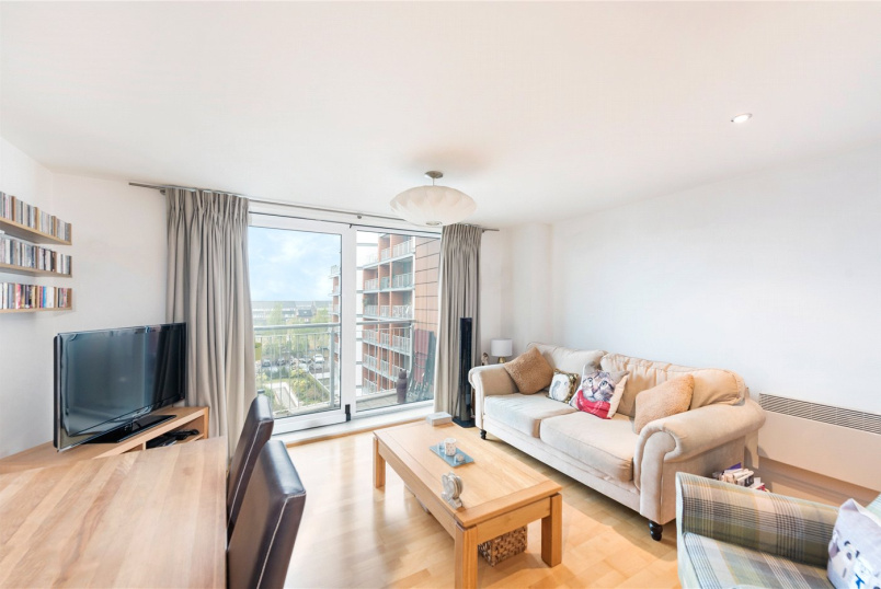 Flat/apartment to rent in Brentford & Isleworth - Holland Gardens, Brentford, TW8