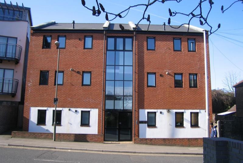 Flat/apartment to rent in Guildford - Gateway House, Walnut Tree Close, Guildford, GU1