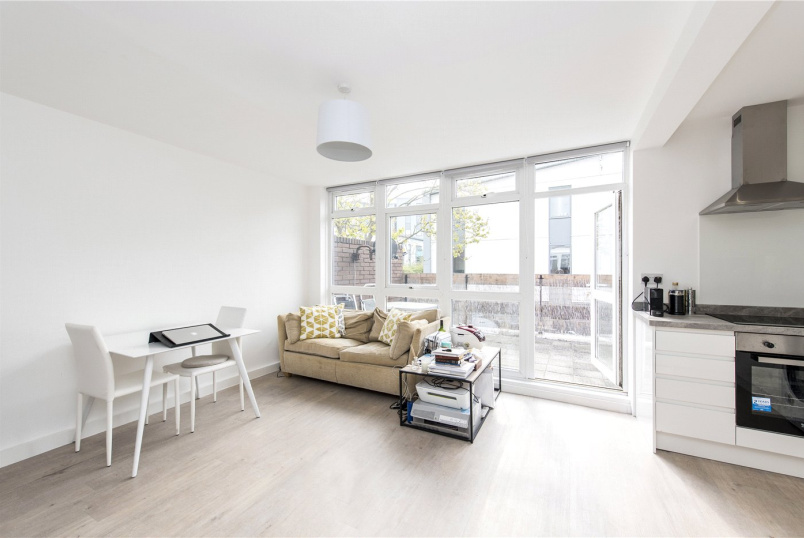 Flat/apartment to rent in Herne Hill - Patio Close, Clarence Avenue, London, SW4