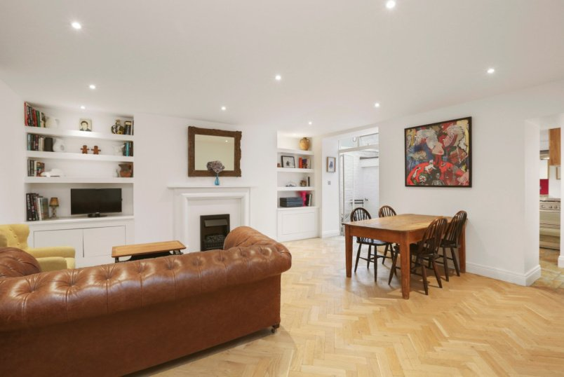 Flat/apartment for sale in Notting Hill - Colville Road, London, W11