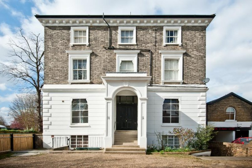 Apartment to rent in Clapham - KING'S AVENUE, SW4
