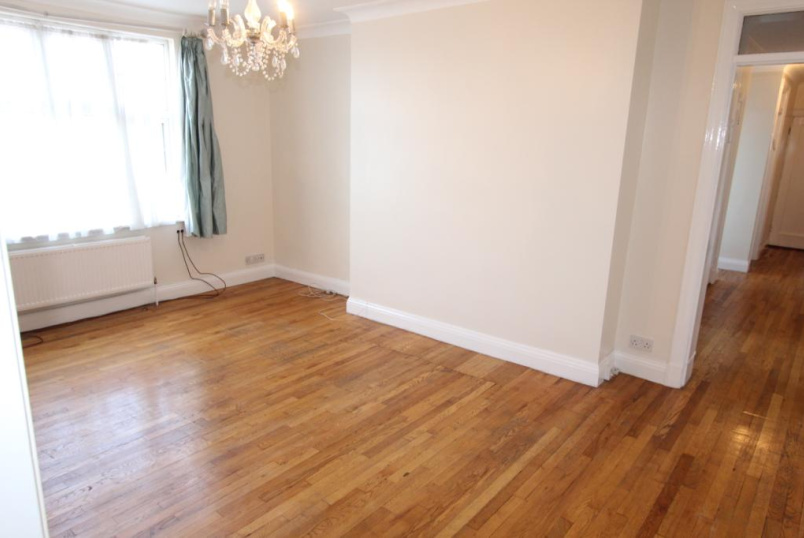 Flat/apartment to rent in Hendon - Quadrant Close, The Burroughs, London, NW4