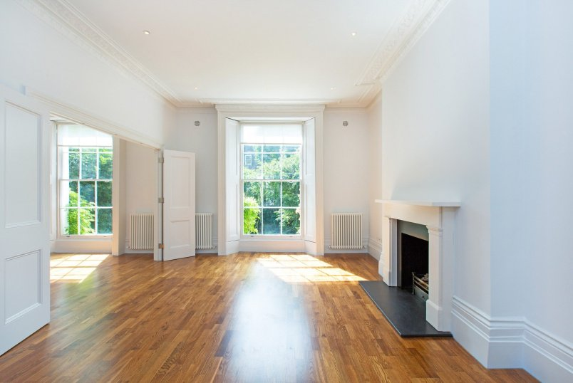House - terraced to rent in St Johns Wood - CLIFTON HILL, NW8 0QE