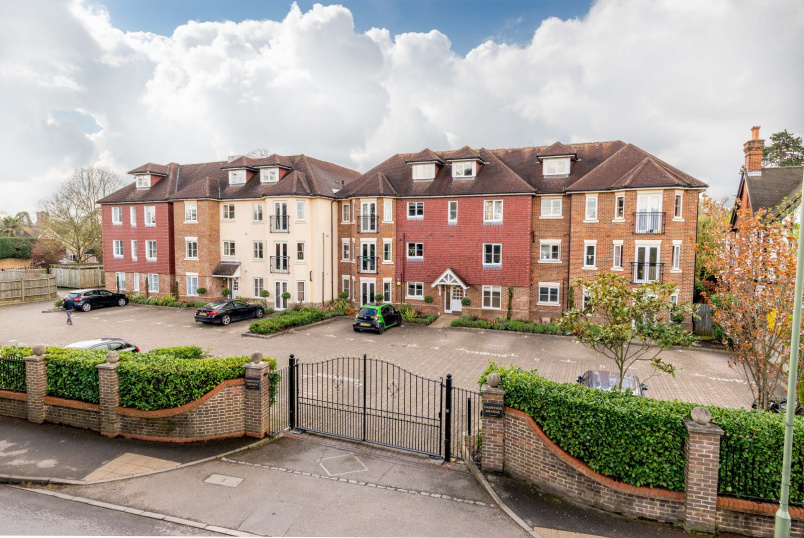 Unspecified to rent in Weybridge - Oakwood Grange, Oatlands Chase, Weybridge, KT13