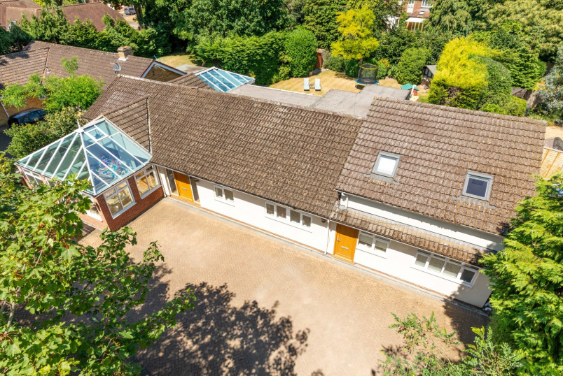 Detached house to rent in Weybridge - Broomfield Court, Weybridge, KT13