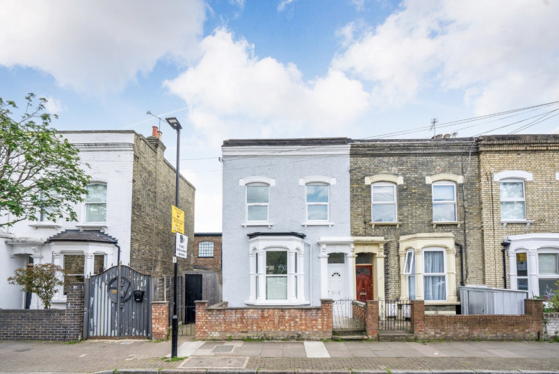 House for sale in Highbury - Monsell Road, London, N4