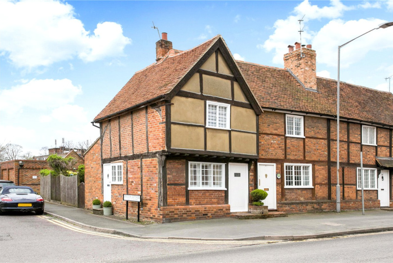 House for sale in Beaconsfield - Aylesbury End, Beaconsfield, Buckinghamshire, HP9
