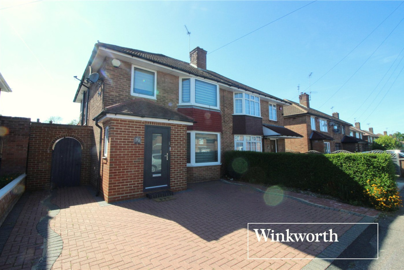 House for sale in Borehamwood & Elstree - Featherstone Gardens, Borehamwood, WD6