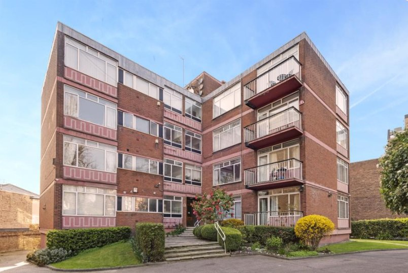 Flat for sale in St Johns Wood - GROVE END ROAD, ST JOHN'S WOOD, NW8 9SD