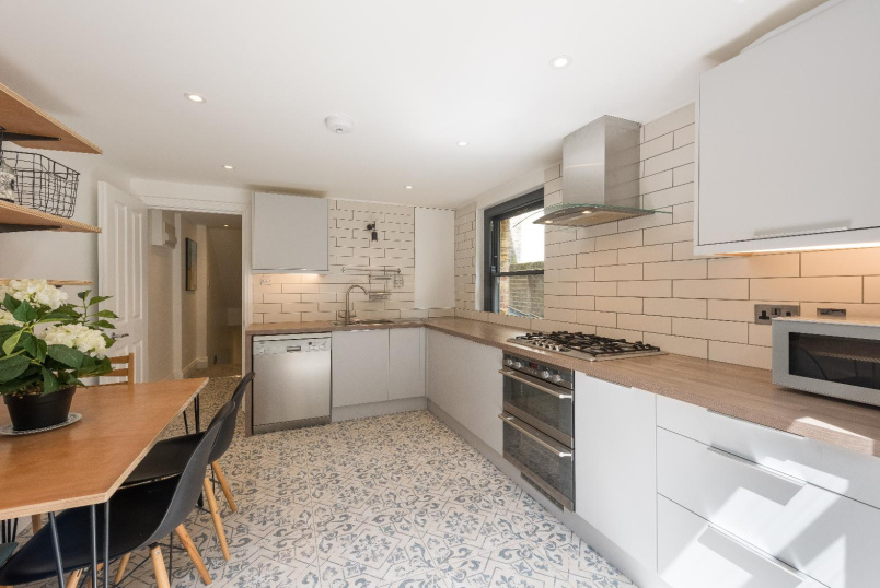 Flat to rent in Kennington - VAUXHALL GROVE, SW8