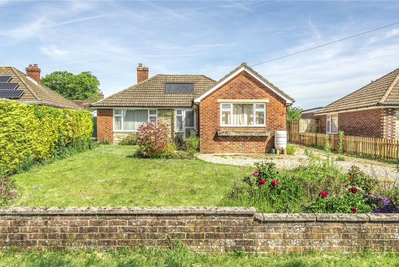 Bungalow for sale in Winchester - Orchard Road, South Wonston, Winchester, SO21