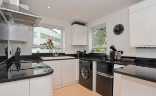 Central Haslemere. Spacious apartment with garage
