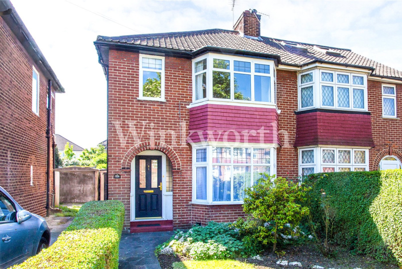 House for sale in Golders Green - Cheviot Gardens, London, NW2