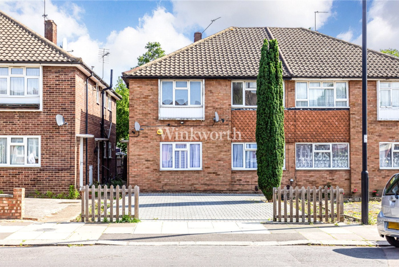 Maisonette for sale in Palmers Green - Hazelwood House, New River Crescent, London, N13