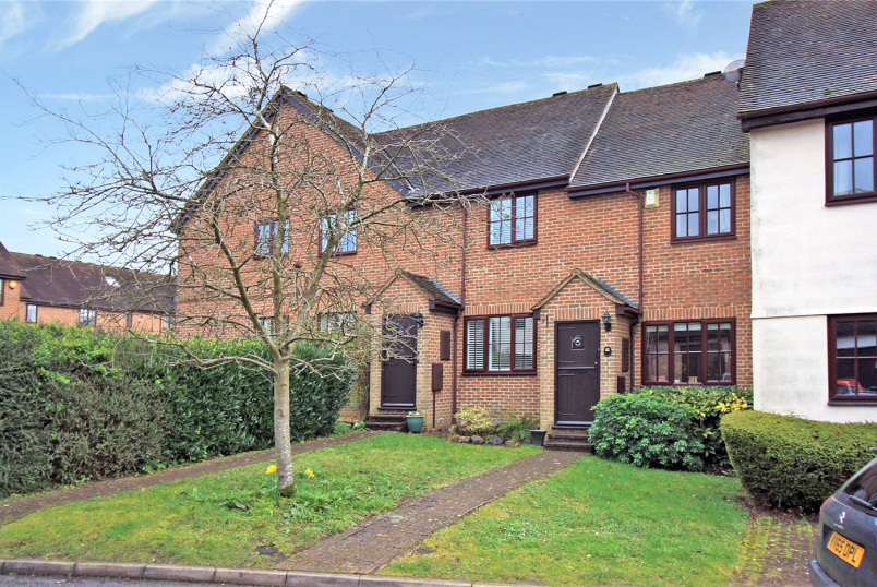 House for sale in Beaconsfield - Old Town Close, Beaconsfield, Buckinghamshire, HP9