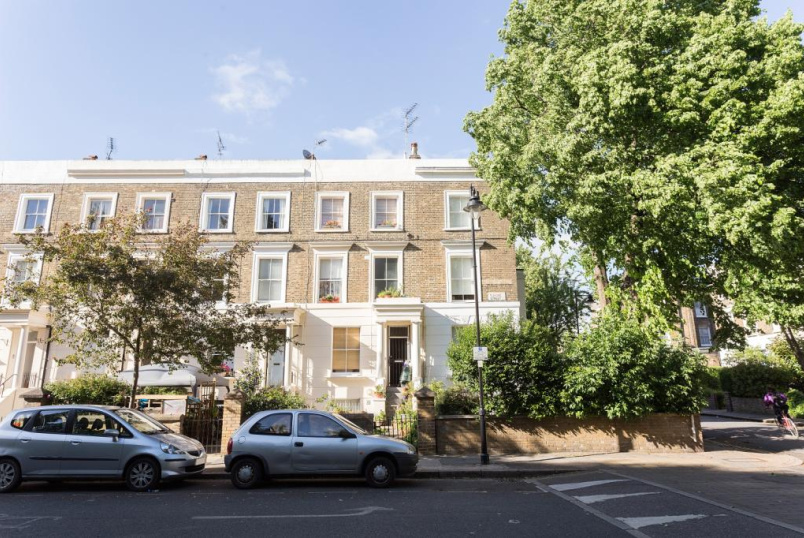 Maisonette to rent in Islington - Elmore Street, Islington, N1