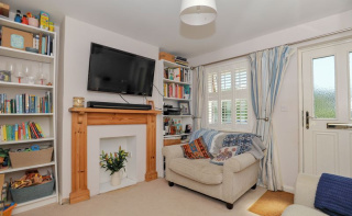Central Haslemere- Two Bedroom Cottage With Additional Loft Room