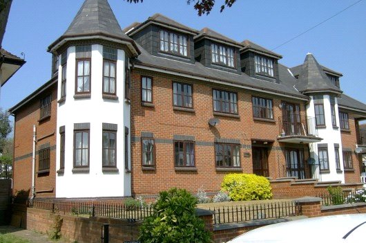 Flat/apartment to rent in Leigh-on-Sea - Cossington Court, 35-37 Cossington Road, Westcliff-on-Sea, SS0