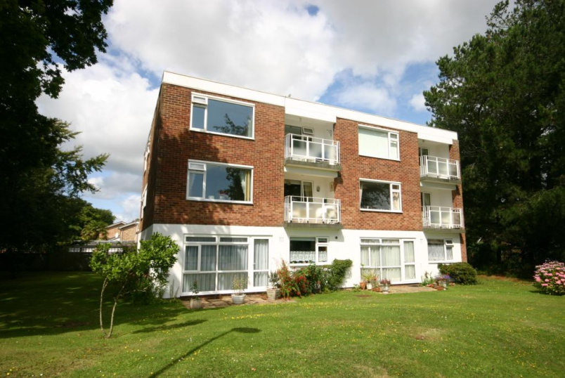 Flat/apartment to rent in Highcliffe - Ranelagh Court, Maple Close, Highcliffe, BH23