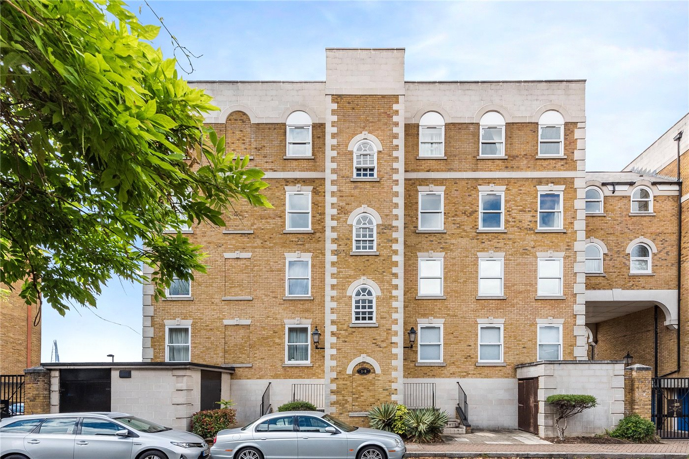 3 Bedroom Property For Sale In Horatio Court 151