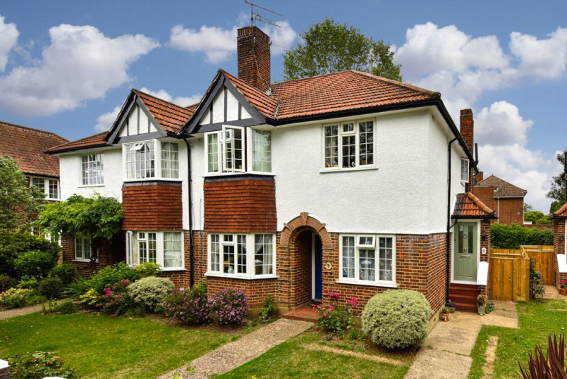 Flat/apartment for sale in  - Portsmouth Road, Thames Ditton, KT7
