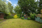 FANTASTIC OUTLOOK And South East Facing Garden. 19