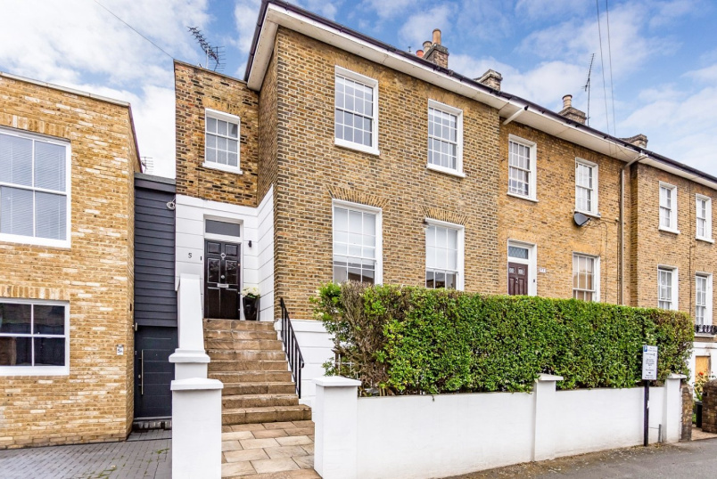 House for sale in Islington - Stamford Road, London, N1