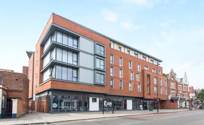 Flat/apartment for sale in Ealing & Acton - Merryfield Court, 283-303 Uxbridge Road, London, W3